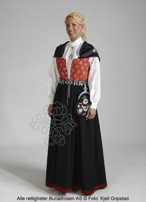 http://www.bunadrosen.no/bilder/damebunad/ostfold-bunadrosen-rod-01_thumb.jpg