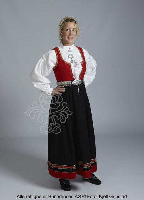 http://www.bunadrosen.no/bilder/damebunad/vestfold-bunadrosen-1956-sort-01.jpg